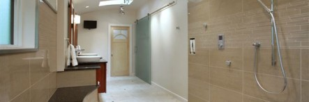 cropped-schaars-bathroom-view-towards-door.jpg